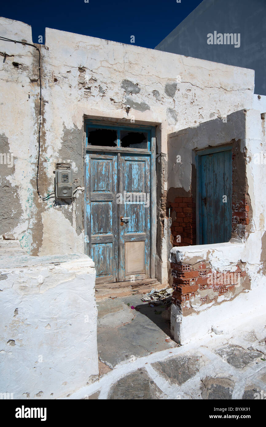 Old abandoned house in Naoussa, on the Greek Cyclade island of Paros. - Stock Image