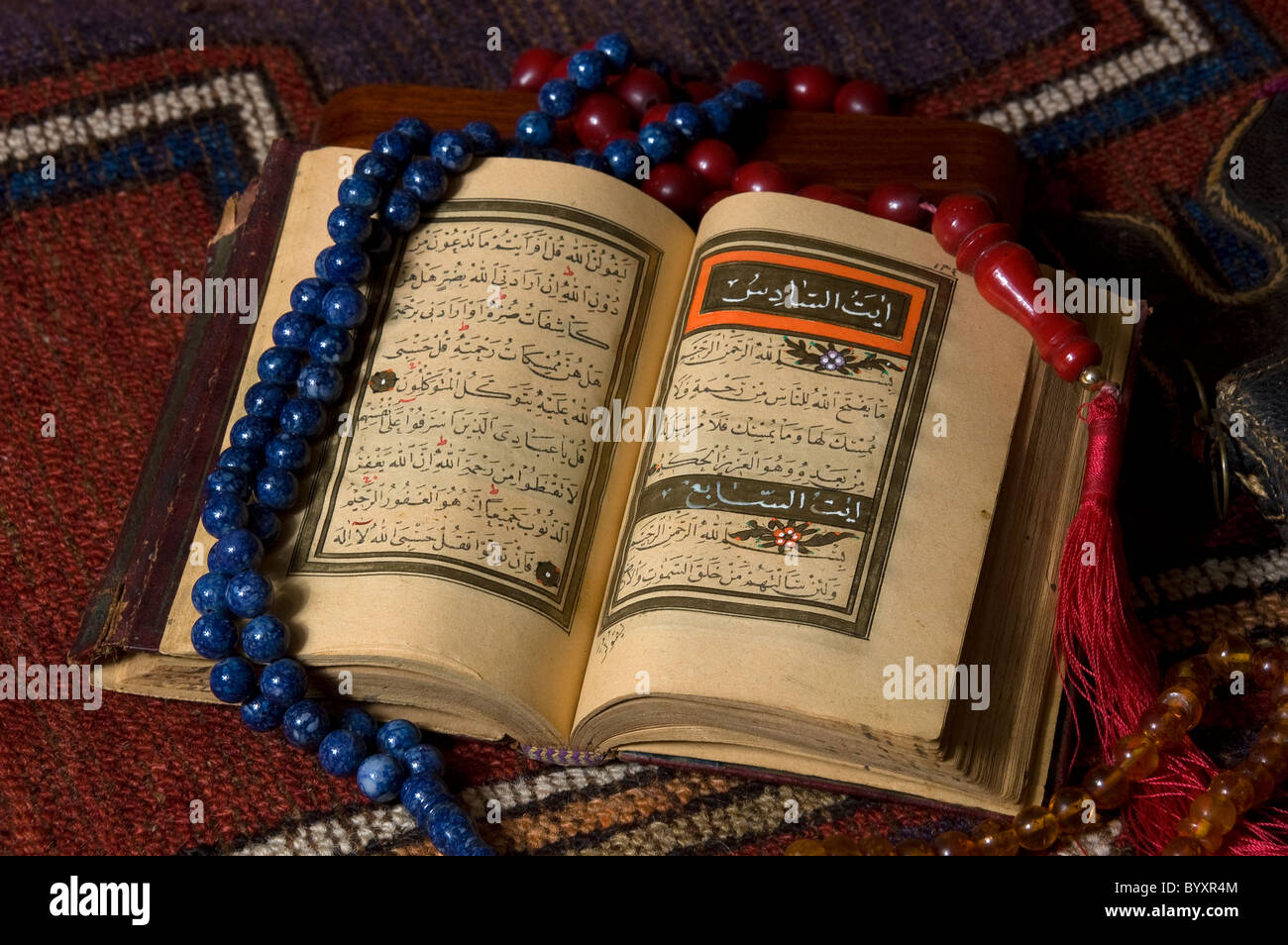 Illustrated Holy Quran with prayer beads - Stock Image