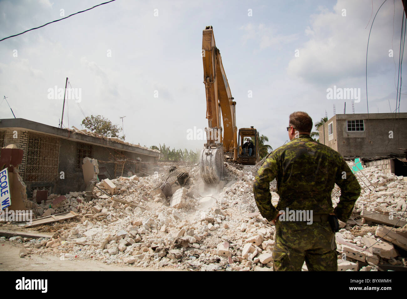 military hard at work to rebuild haiti; port-au-prince, haiti - Stock Image