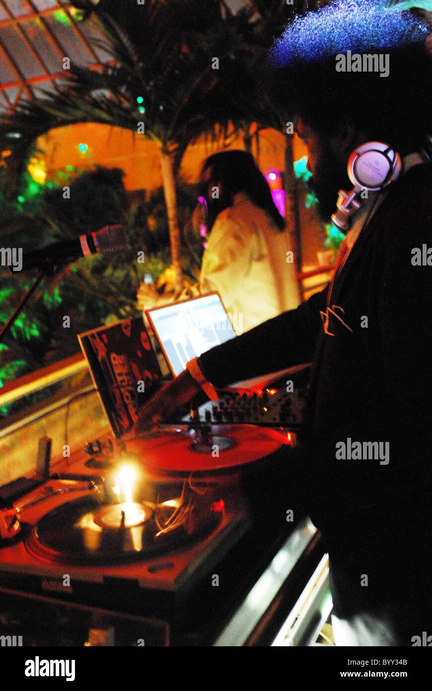 DJ ?uestlove Party on the pool deck at Harrah's resort Atlantic