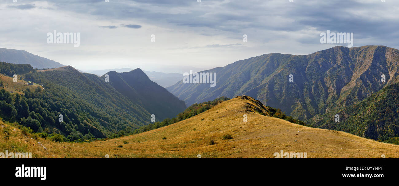 Small hut in the majestic Balkan mountain range - Stock Image
