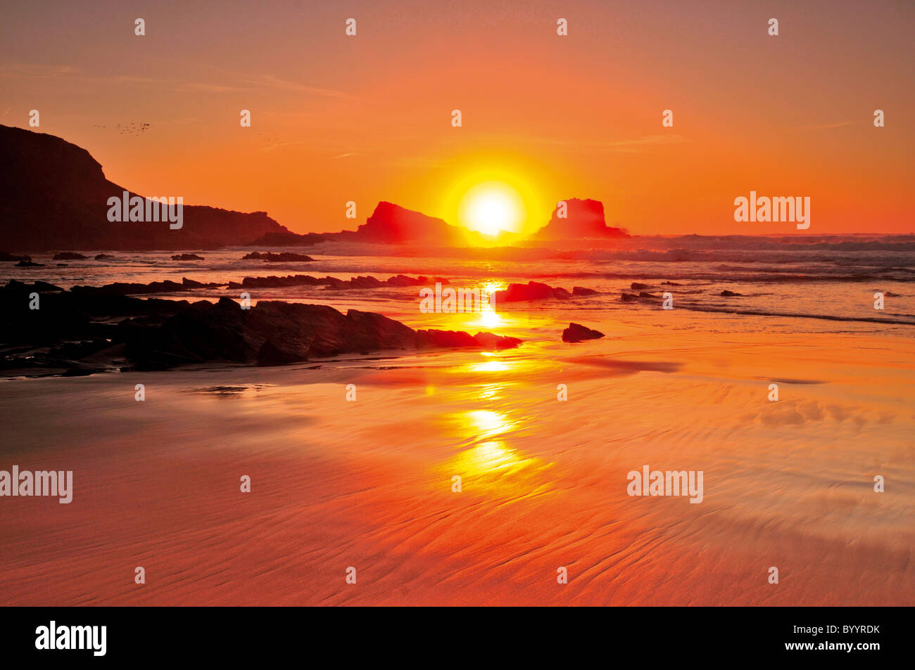 Portugal, Algarve: Sundown at Praia do Amado - Stock Image