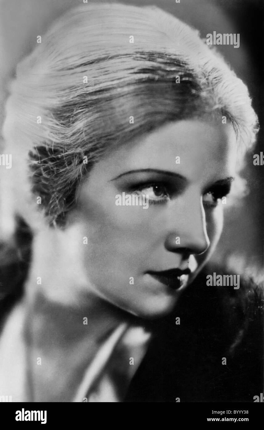 Watch Maria Amapola Cabase (b.1948) video