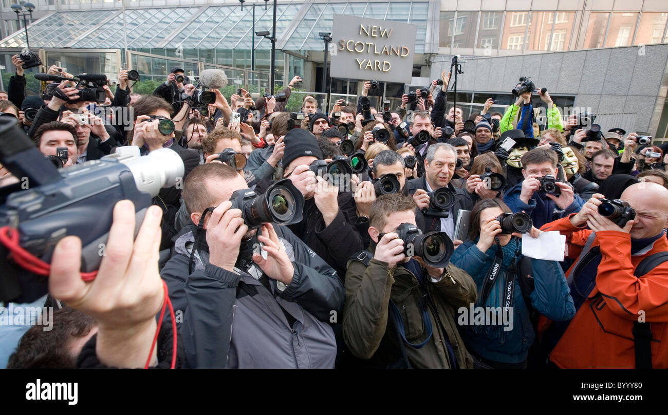 400 photographers-approx- gathered outside New Scotland Yard-16/2/09 to oppose the new terrorism laws - Stock Image
