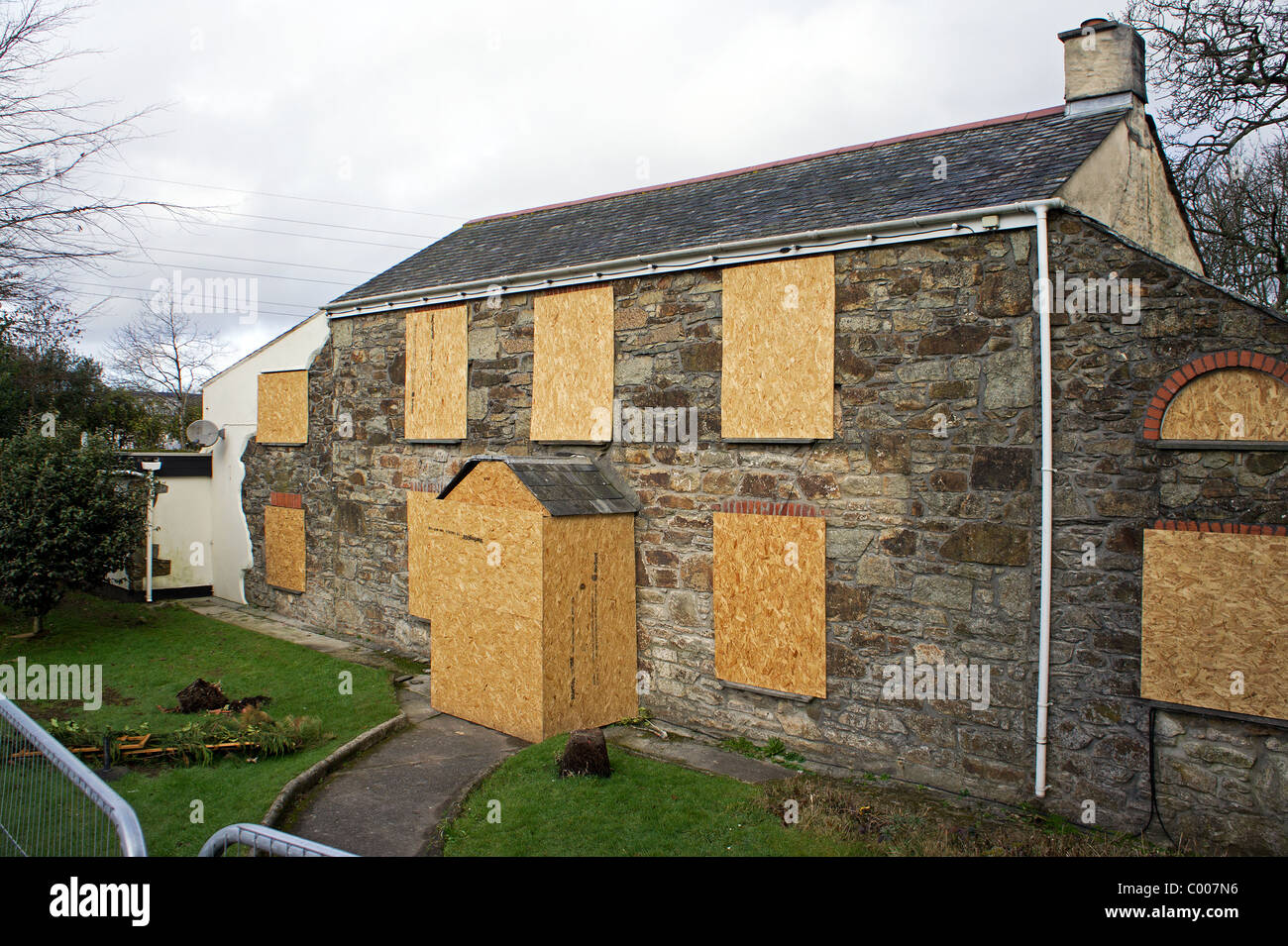 A closed down village pub near Truro in Cornwall, UK - Stock Image