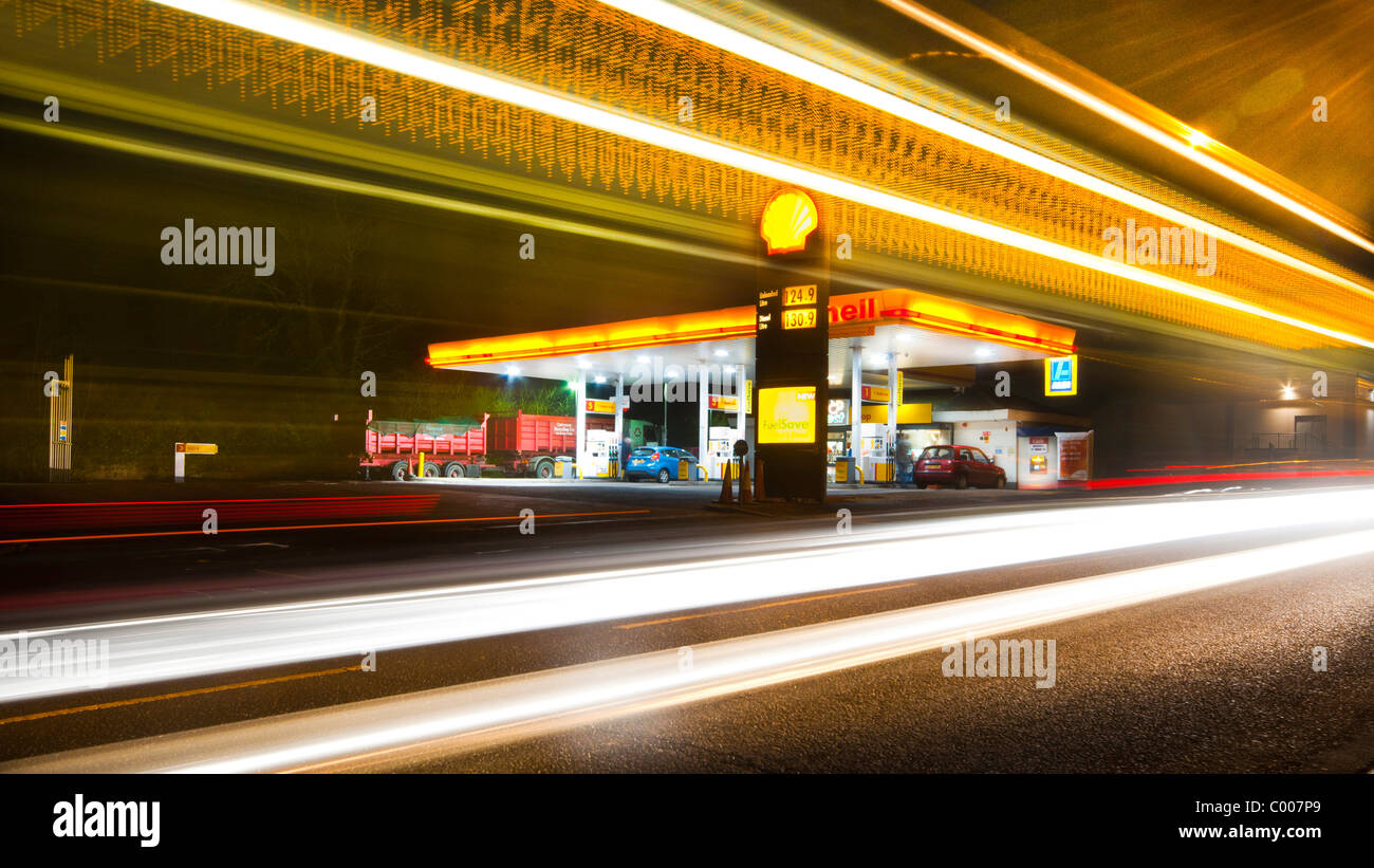 A night time view of a shell petrol station at night - Stock Image