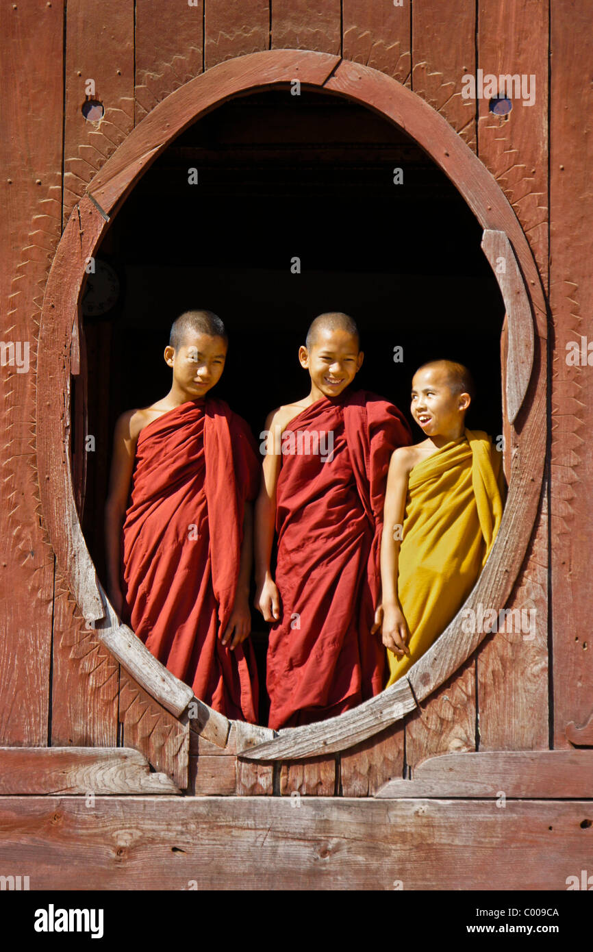 Young Buddhist monks in window of Shwe Yan Pye monastery, Inle Lake, Myanmar (Burma) - Stock Image