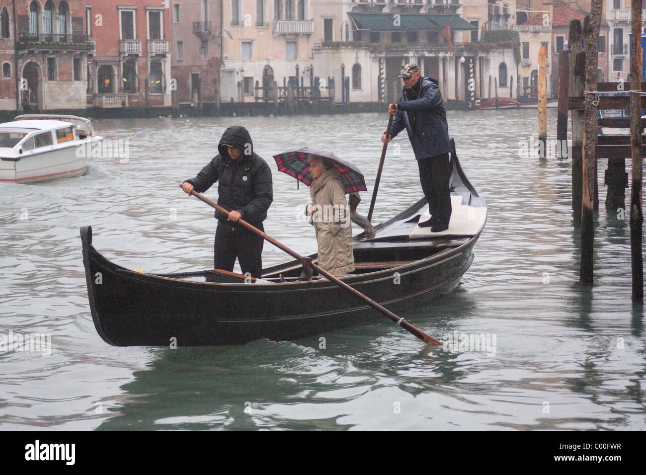 Traghetto (ferry gondola) crossing the Grand Canal, Venice - Stock Image