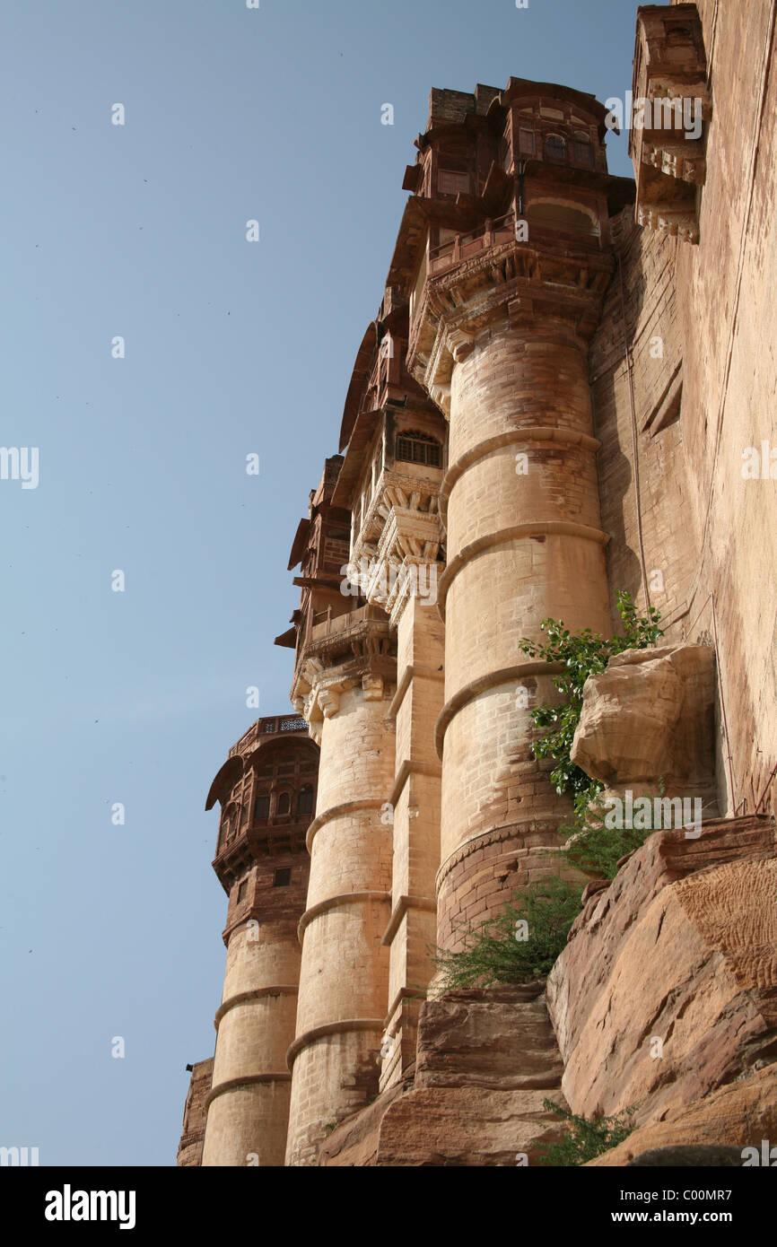 Battlements built in sandstone rock at Meherangarh Fort, Jodphur, Rajasthan - Stock Image