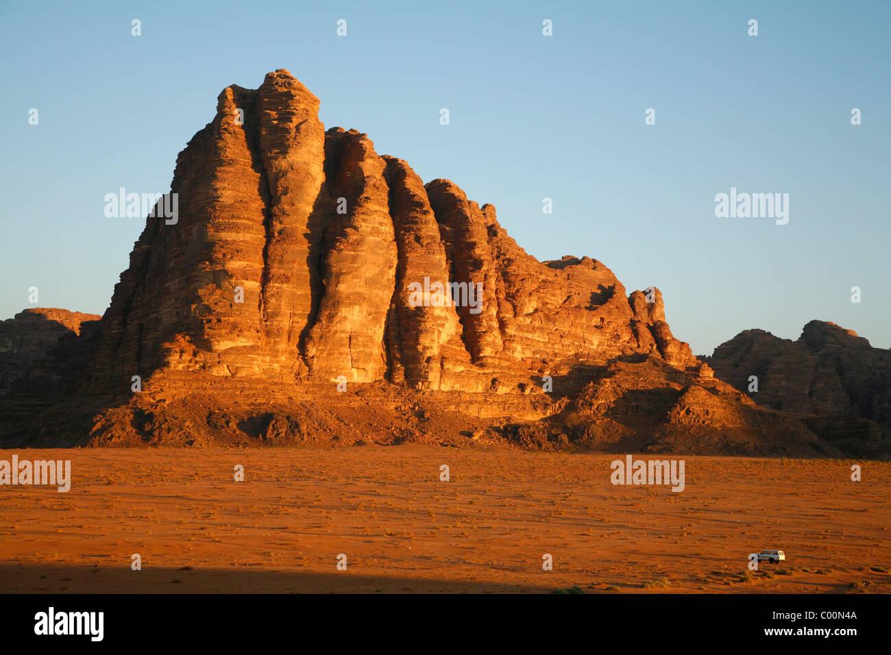 The Seven Pillars of Wisdom rock formation, Wadi Rum, Jordan. - Stock Image