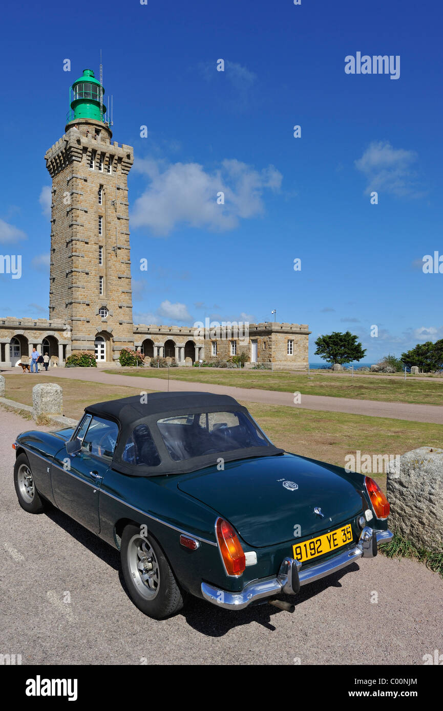 Lighthouse and Old Timer car at Cap Fréhel, Côtes-d'Armor, Brittany, France - Stock Image