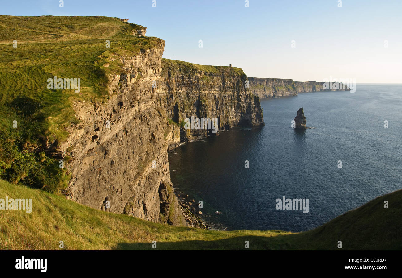 photo late sunset famous irish cliffs of moher - Stock Image