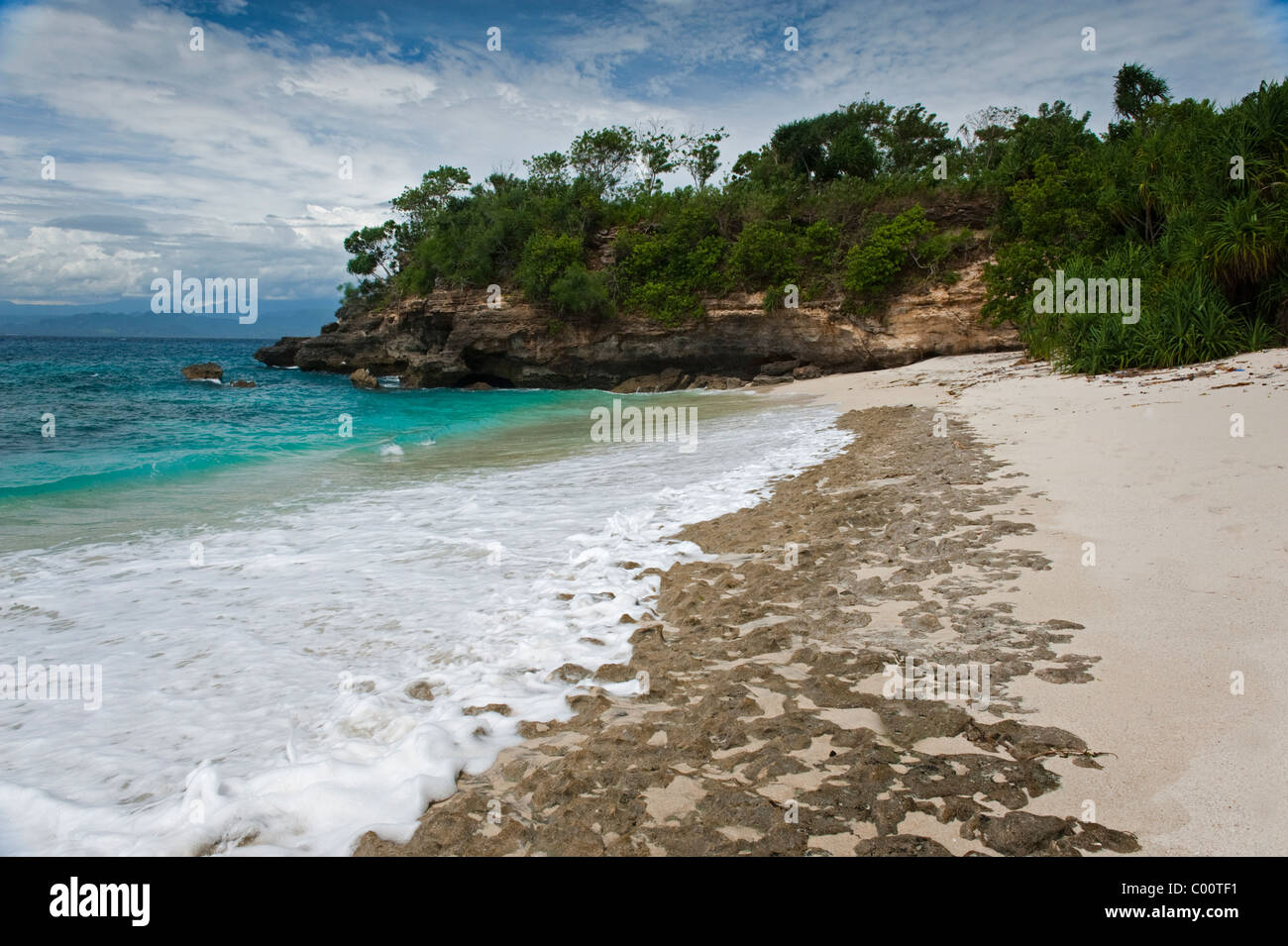 Mushroom Bay is a beautiful secluded white sand beach on Nusa Lembongan, a short distance from mainland Bali, Indonesia. - Stock Image
