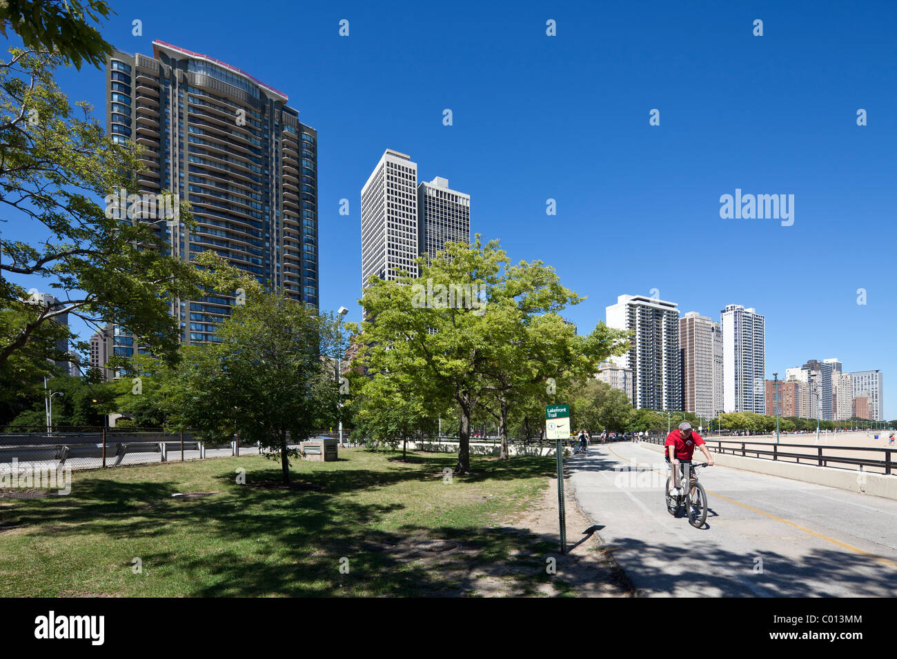 cyclists on Lakefront Trail, Gold Coast, Chicago, Illinois, USA - Stock Image