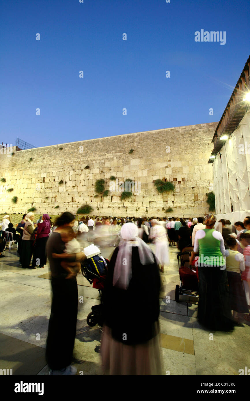 Men and women praying separately at the Wailing Wall or Western Wall, Old City, Jerusalem, Israel, Middle East - Stock Image
