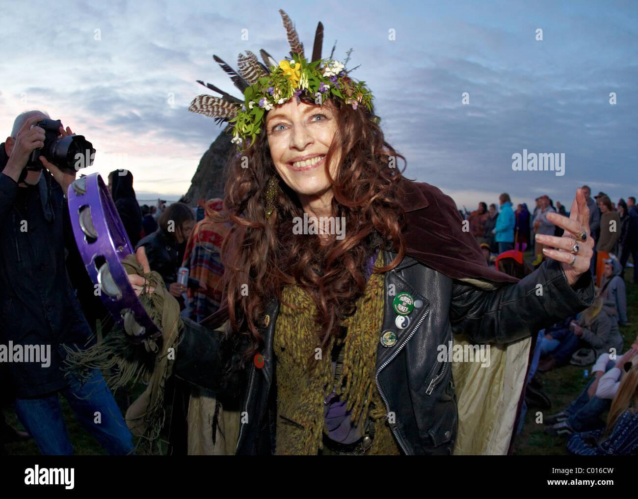 Female Druid Summer Solstice Stonehenge Wiltshire UK Europe - Stock Image