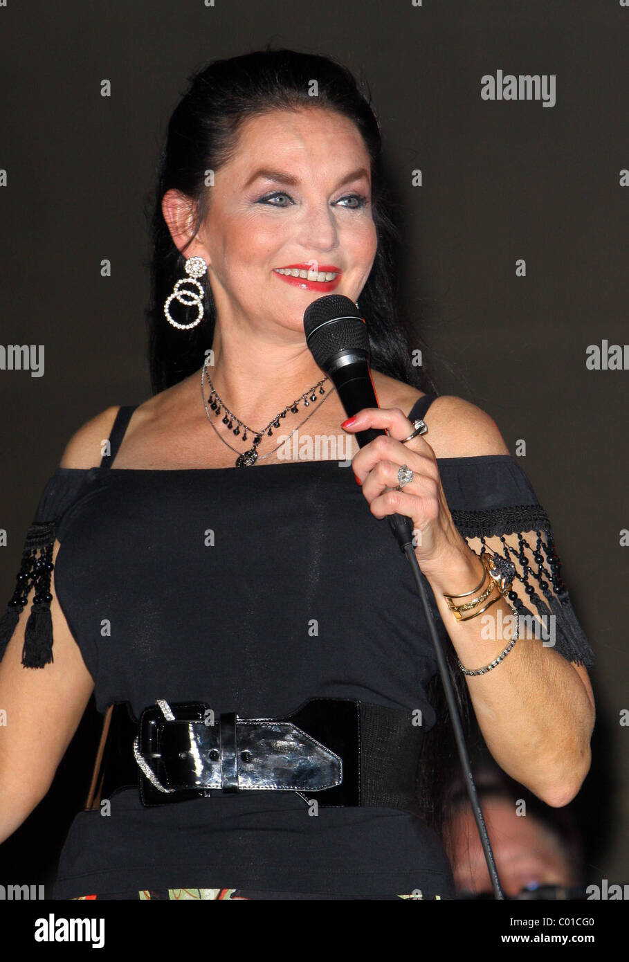 Crystal Gayle performing at The Poolside Concert Series held at The Silverton Casino Lodge Las Vegas, Nevada - 04.08.07 - Stock Image
