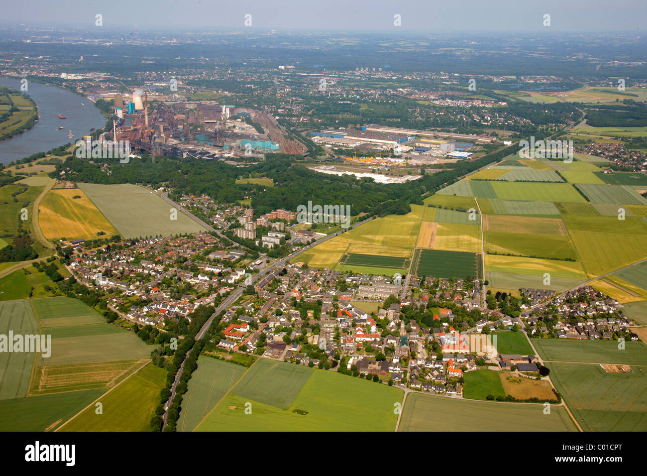 Aerial view, bend of the Rhine river near Muendelheim and Serm, Duisburg, Ruhrgebiet area, North Rhine-Westphalia Stock Photo