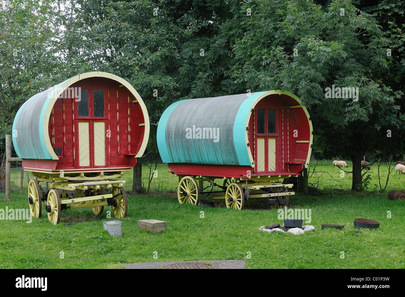 Wagons of the Traveller minority, Bunratty Folk Park, Ennis, Shannon Region, Ireland, Europe - Stock Image