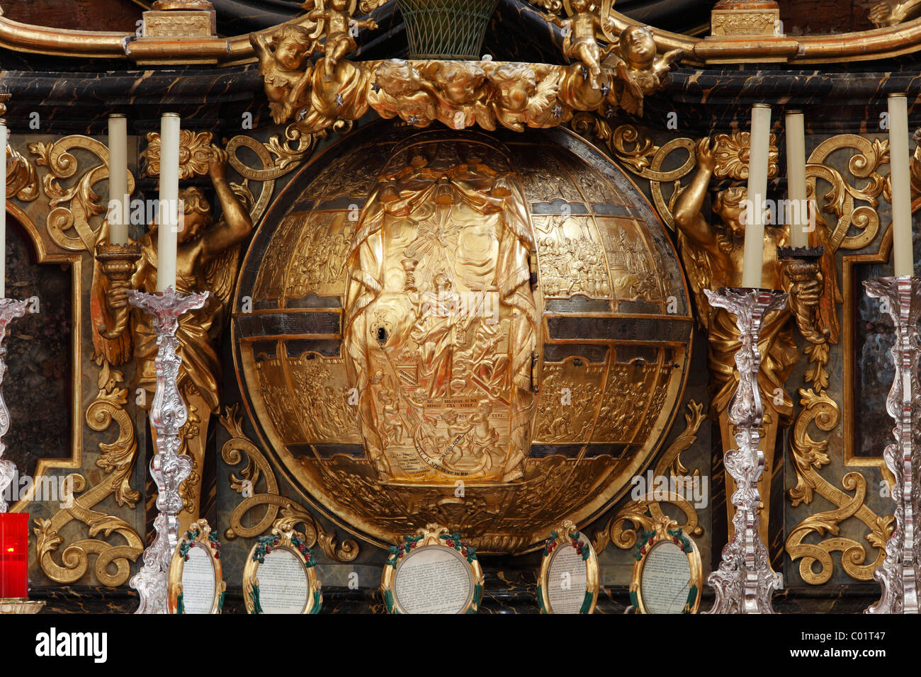 Tabernacle shaped like a globe on the main altar of the abbey church, Duernstein, Wachau valley, Waldviertel region - Stock Image