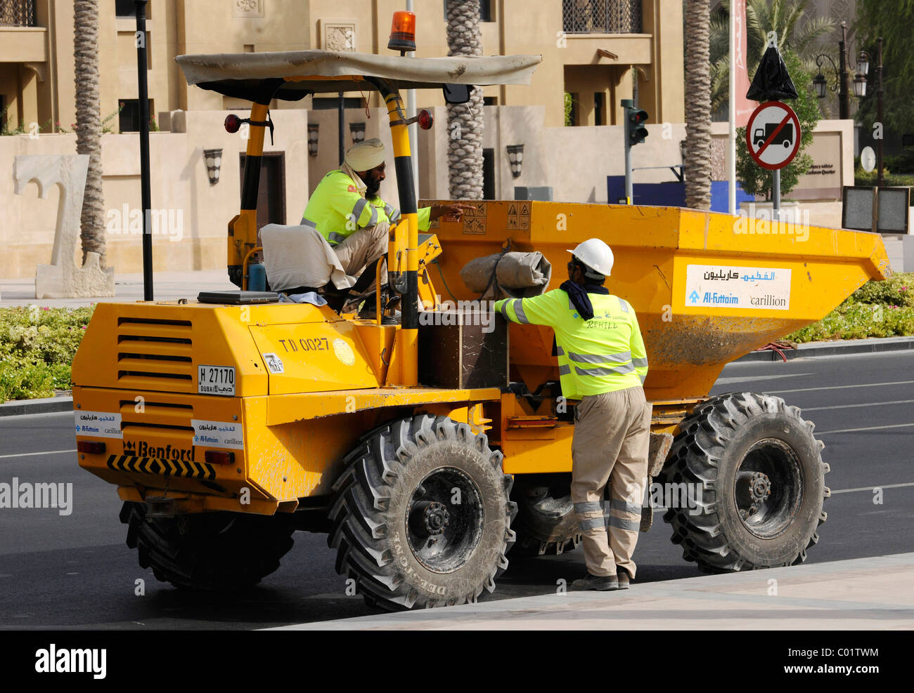 Construction workers talking with each other, Dubai, United Arab Emirates, Middle East - Stock Image