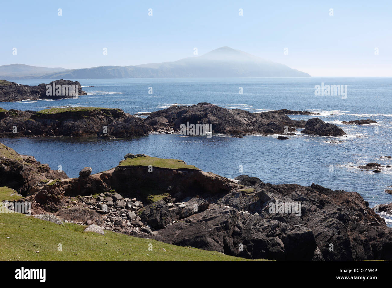 Rocky coast in the south of Achill Island, County Mayo, Connacht province, Republic of Ireland, Europe - Stock Image