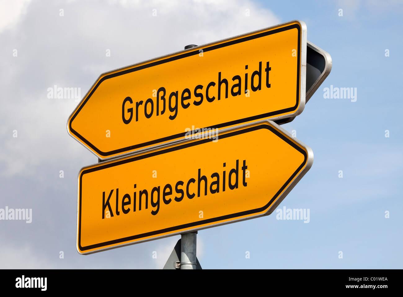 Road sign to the communities of Grossgeschaidt and Kleingeschaidt, Markt Heroldsberg in the Erlangen-Hoechstadt - Stock Image