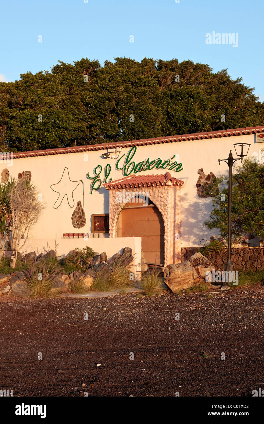 A restaurant boarded up and closed down. A victim of the economic crisis in Tenerife, Canary Islands, Spain - Stock Image