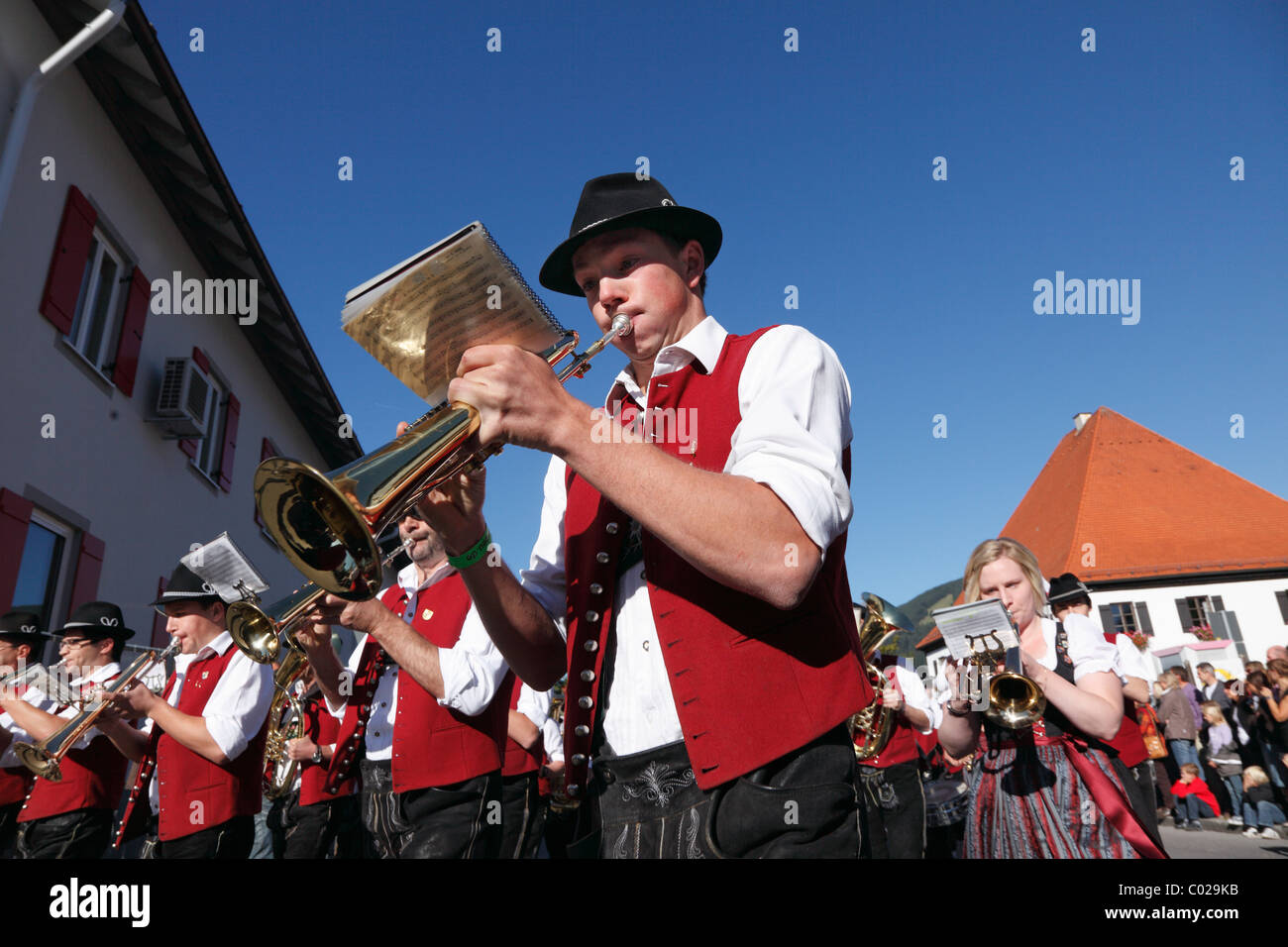 Harmoniemusik Pfronten musical society, parade to celebrate the returning of the cattle to their respective owners, - Stock Image