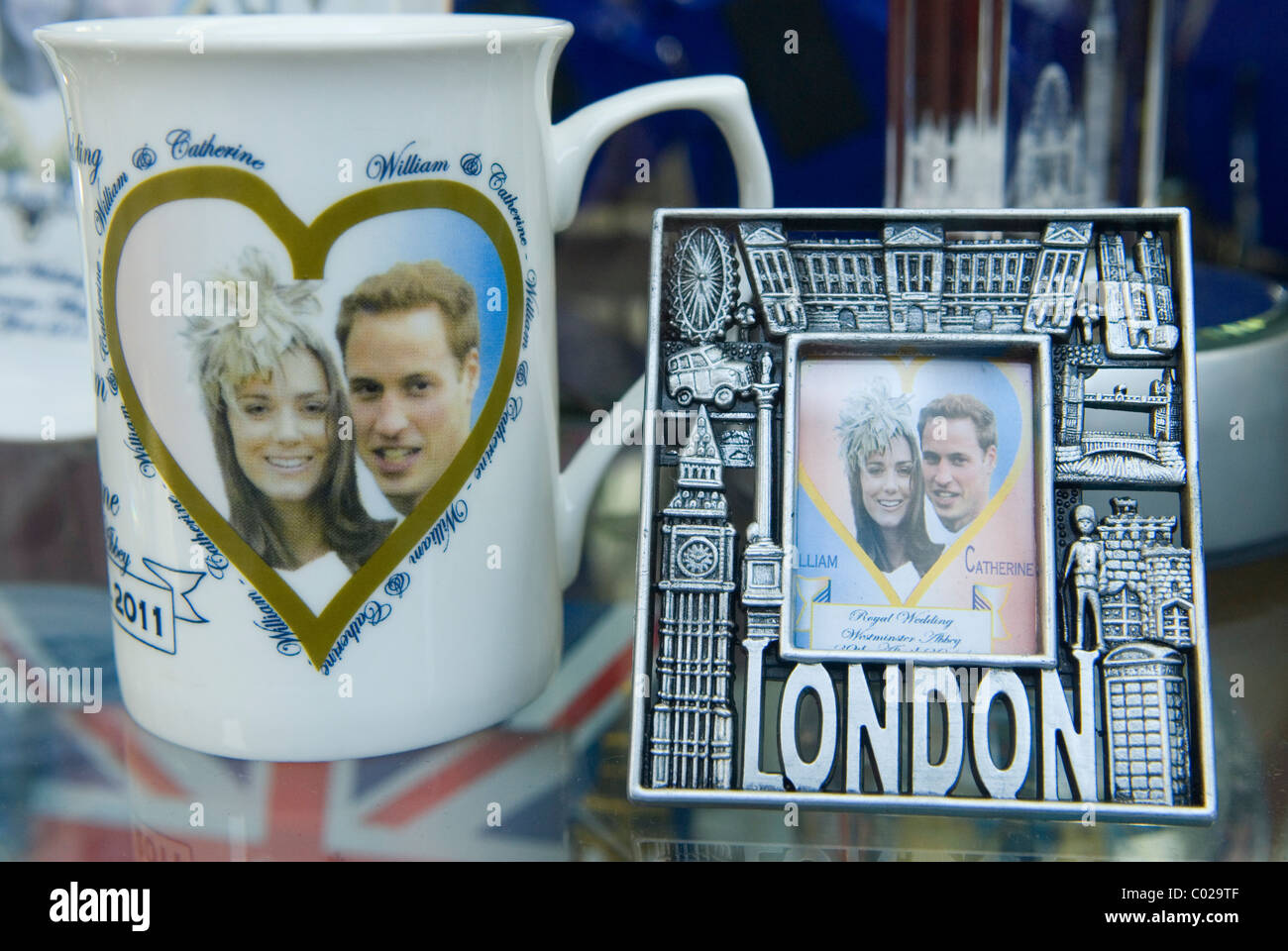 Prince William and Kate Middleton Royal Wedding memorabilia. London shop window. 2011 HOMER SYKES - Stock Image
