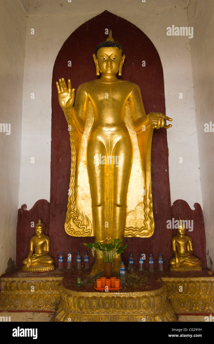 statue of Buddha, Shwezigon Pagoda, Nyaung Oo, Bagan, Burma Myanmar Stock Photo