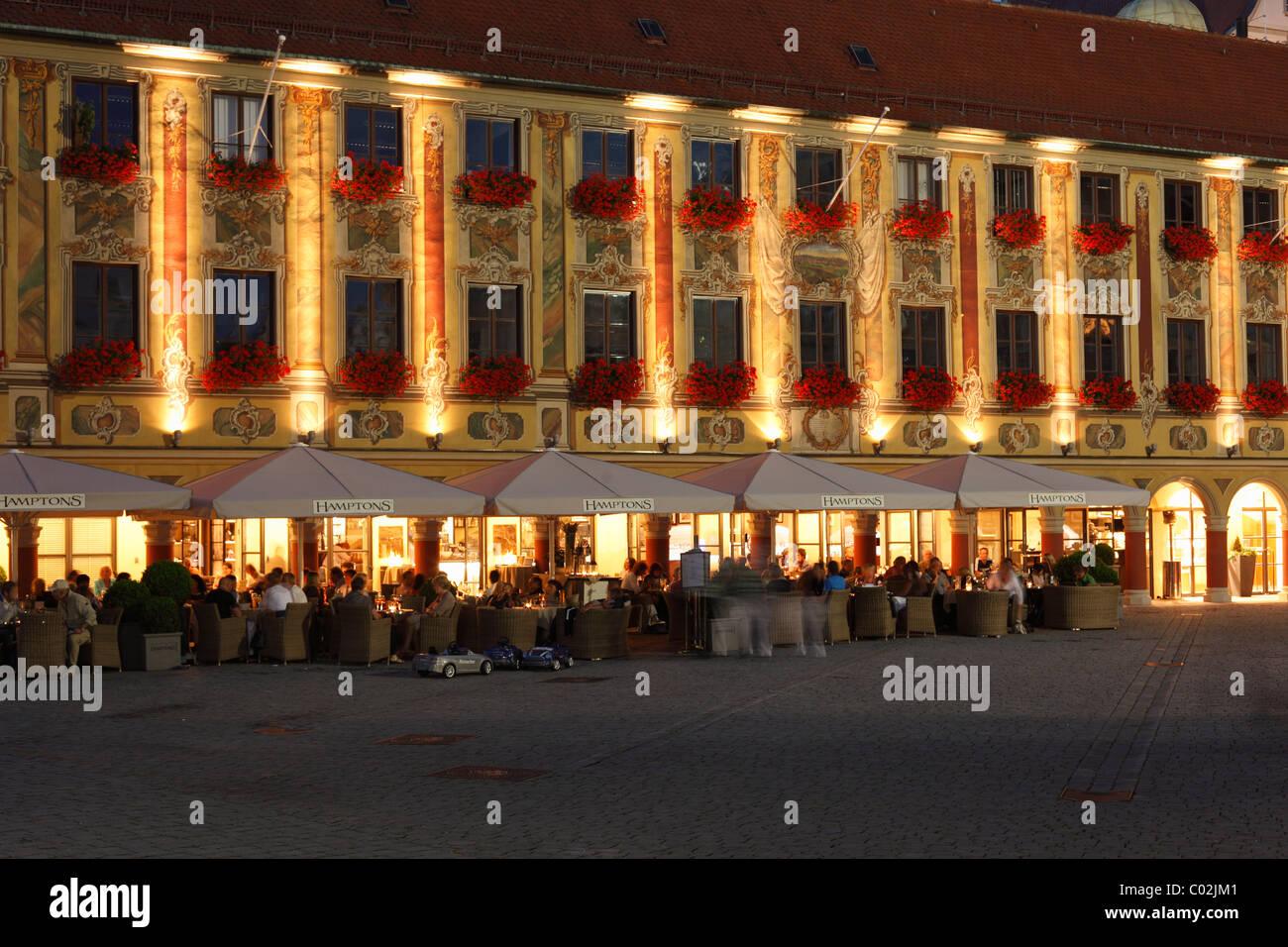 Café Hamptons in the Steuerhaus building on the market square, Memmingen, Unterallgaeu region, Allgaeu, Schwaben, - Stock Image