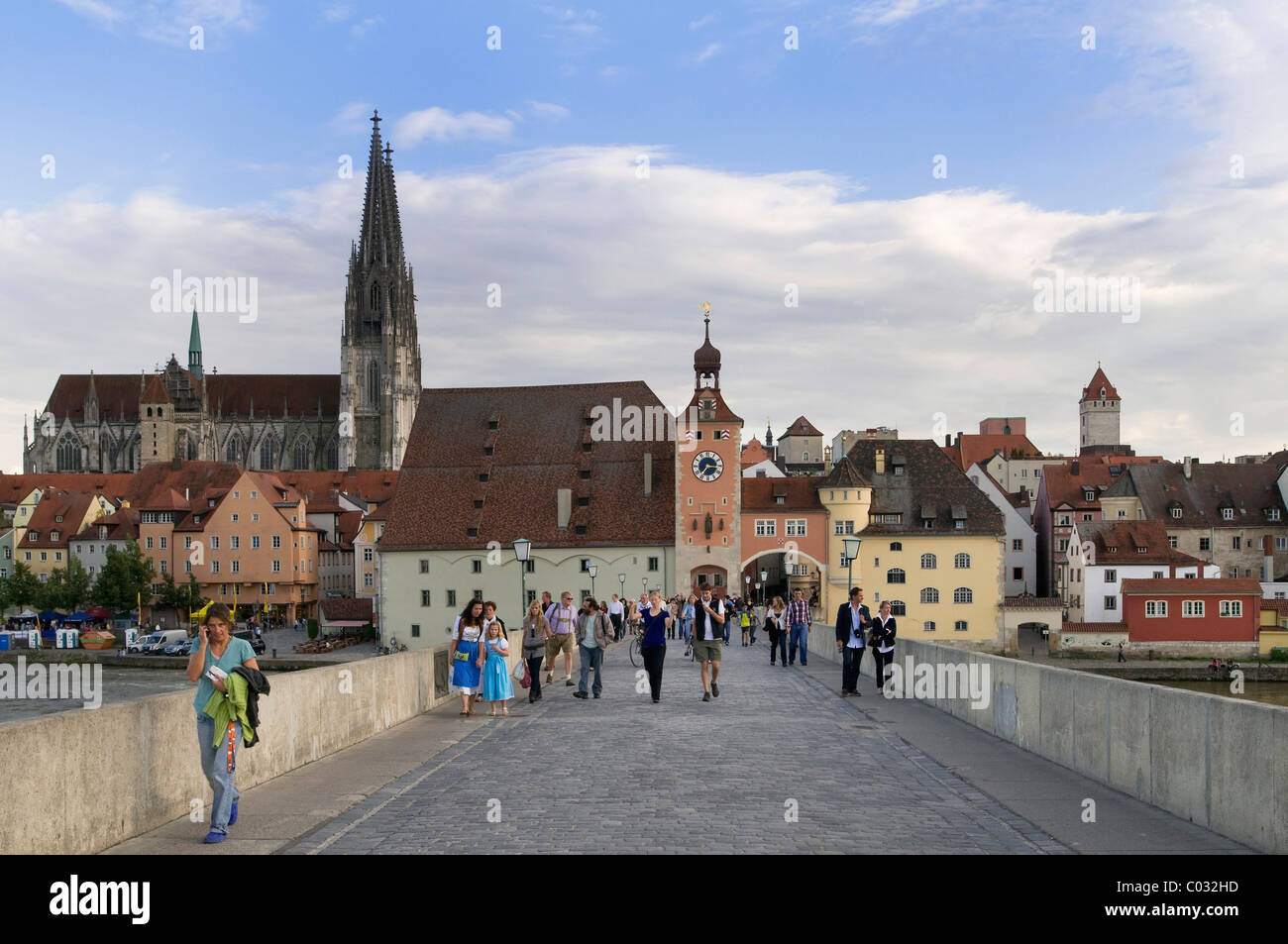 View from Steinerne Bruecke bridge, looking towards the historic district with Regensburg Cathedral, Salzstadel - Stock Image