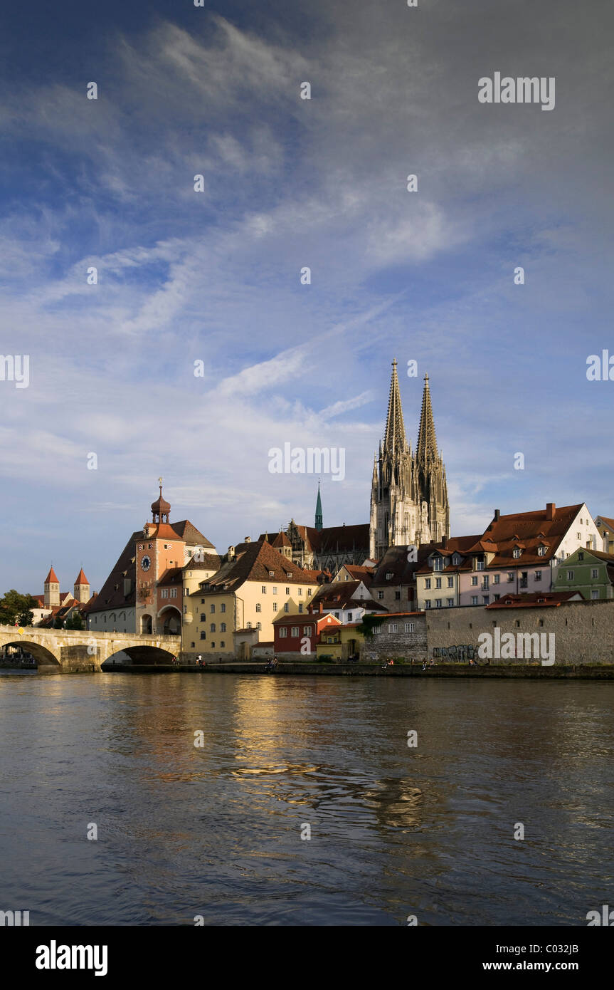 View across the Danube River looking towards the historic district, Steinerne Bruecke bridge, Brueckturm tower - Stock Image