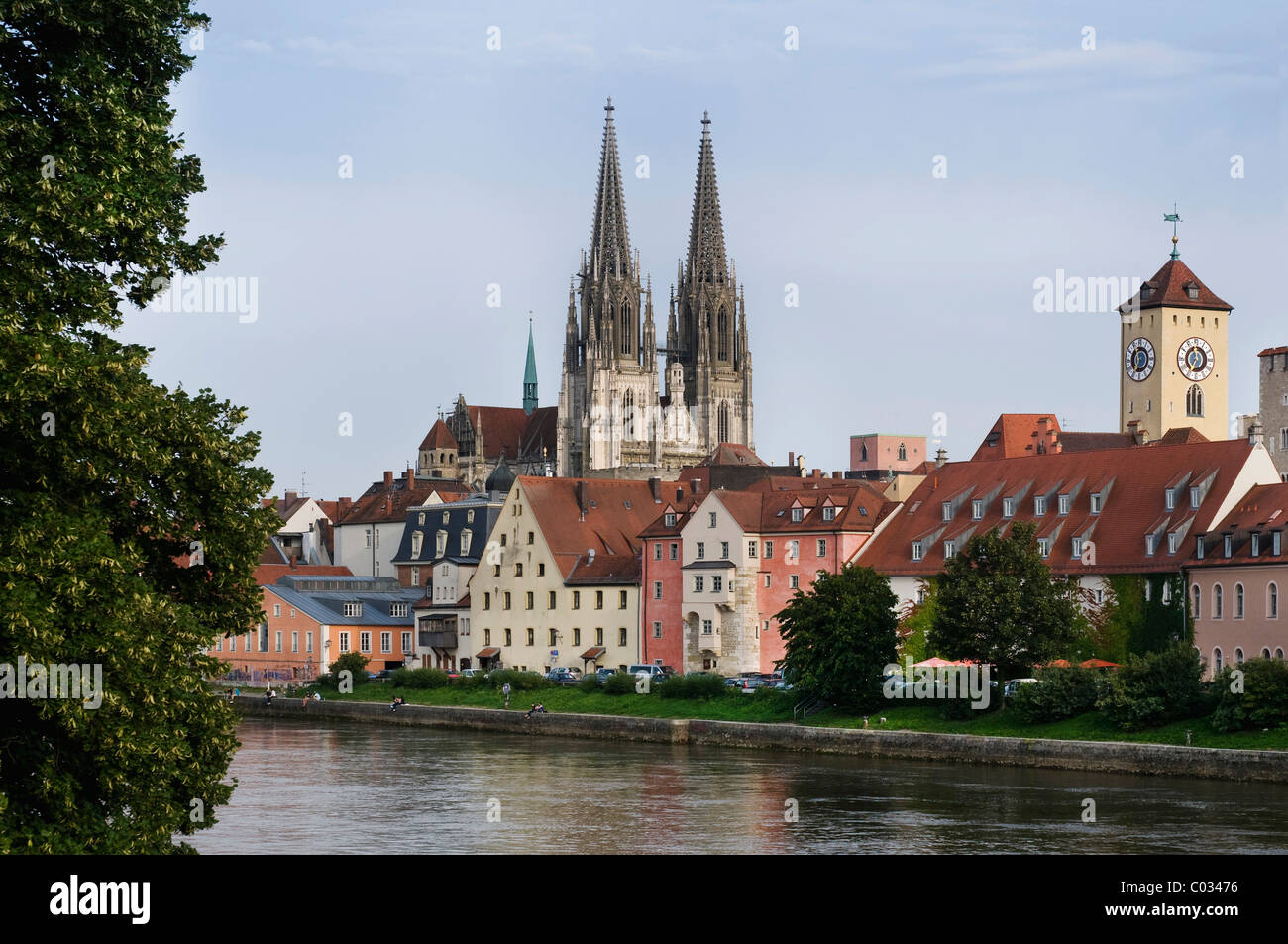 Historic district, view across the Danube River, Weinlaende harbour, the historic Rathausturm tower and Regensburg - Stock Image