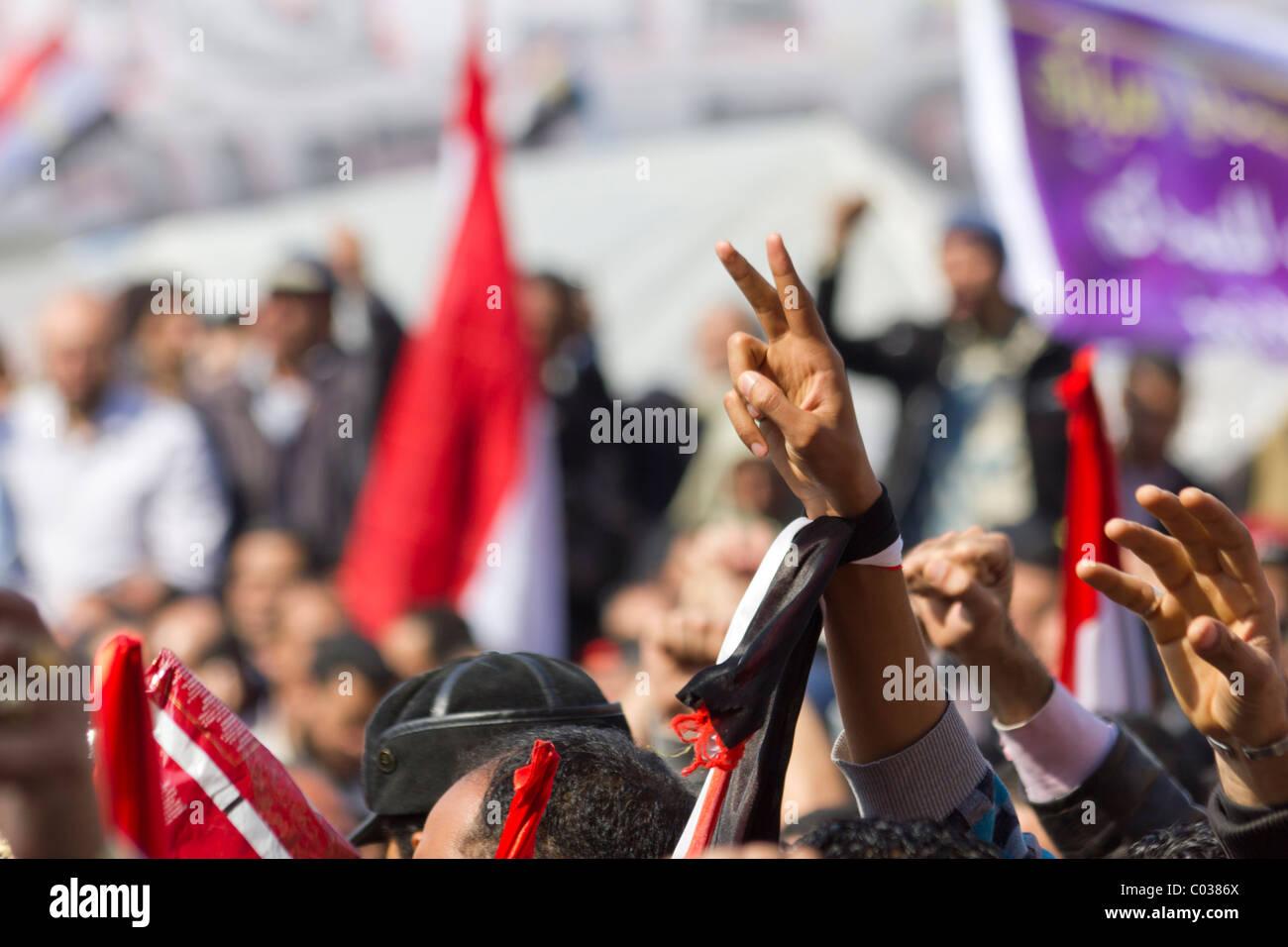 anti-Mubarak protestor giving v for victory sgin at Tahrir Square, Cairo, Egypt - Stock Image