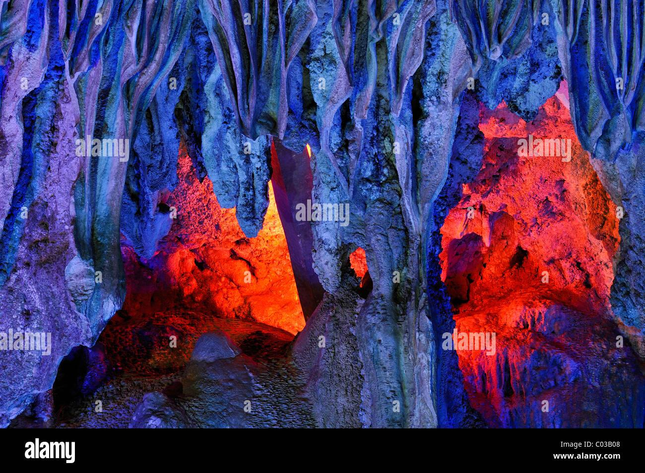 Hang Dau Go, Hidden Timber Cave, Halong Bay, Vietnam, Southeast Asia - Stock Image