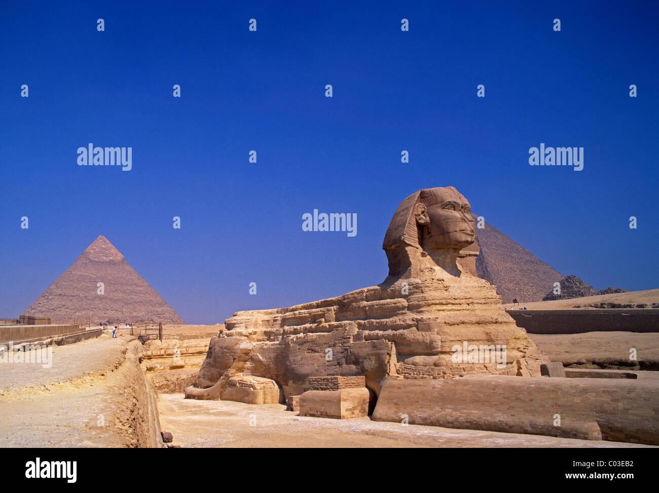 Egypt, Giza, sphinx and pyramids - Stock Image