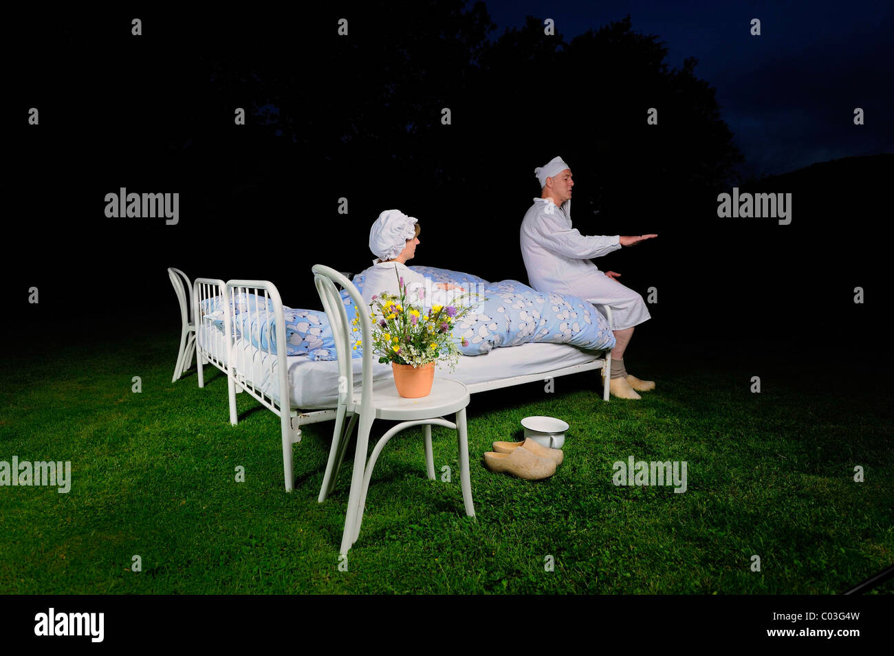 Boarders with nightgowns, nightcaps and chamber pot sleeping in the garden, Crazy Hotels, Pension Kamerichs boarding - Stock Image