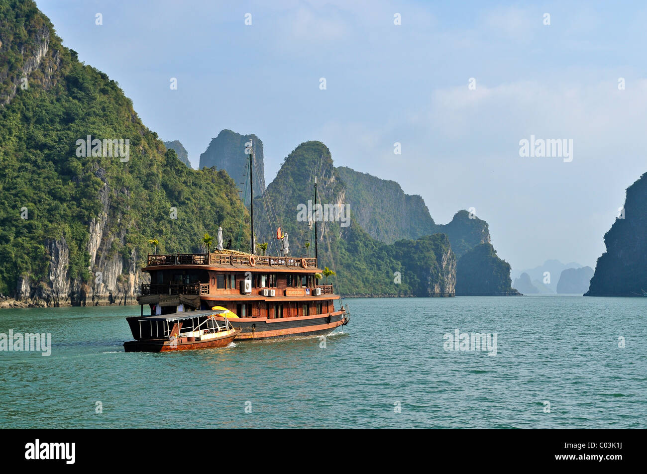 Junk in Halong Bay, Vietnam, Southeast Asia - Stock Image