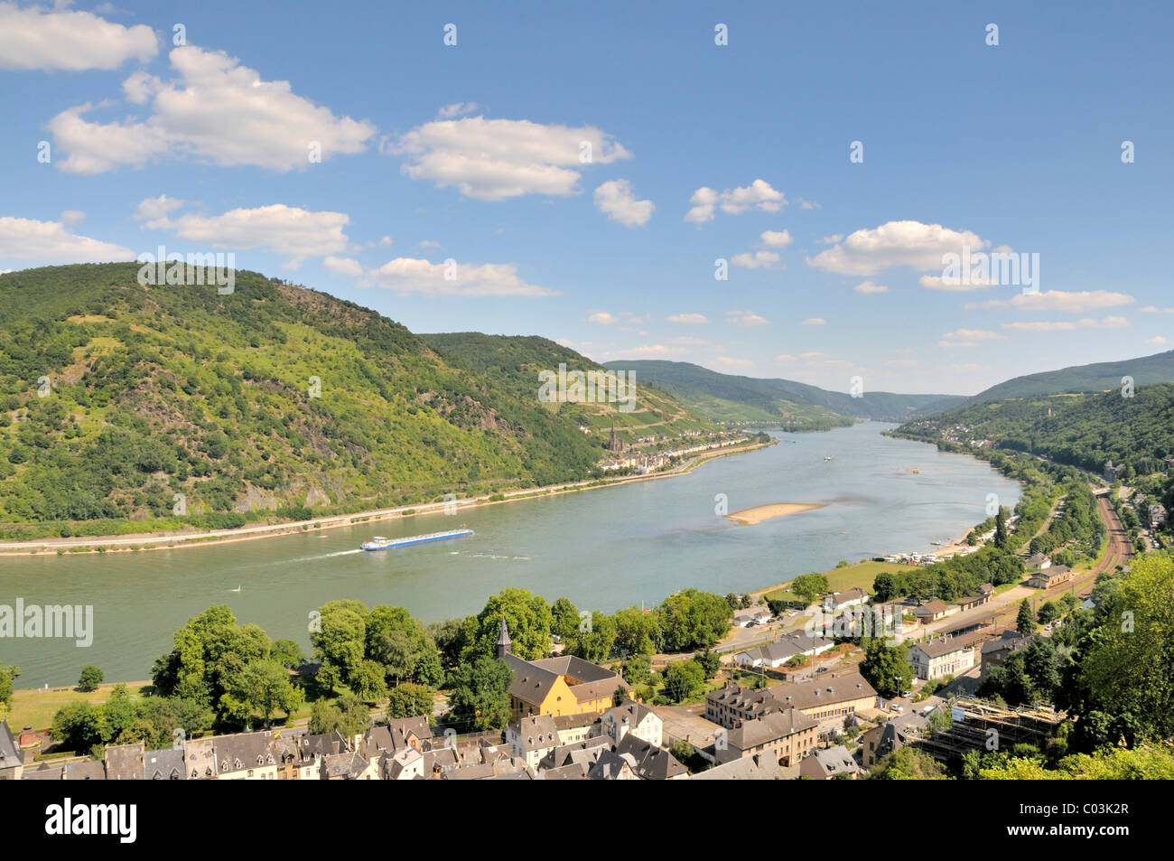 View from Burg Stahleck Castle in Bacharach, Rhineland-Palatinate, over the Rhine River to Lorchhausen, Hesse, UNESCO Stock Photo