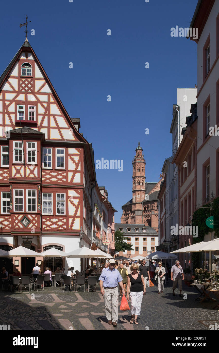 View towards Mainz Cathedral along restored half-timbered houses in the historic town centre, Mainz, Rhineland-Palatinate - Stock Image