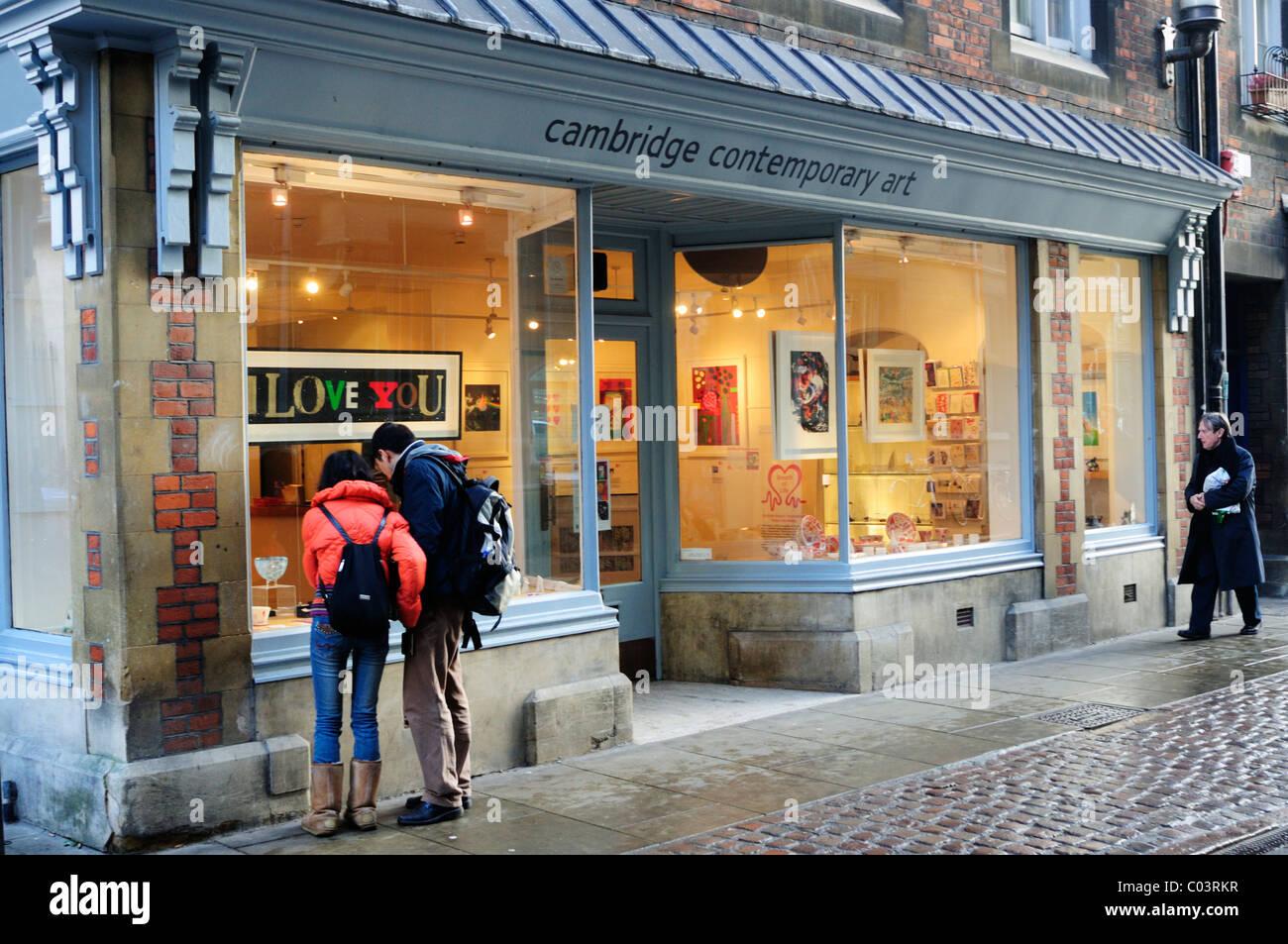 A Couple looking in Cambridge Contemporary Art Gallery Window, Trinity Street, Cambridge, England, UK - Stock Image