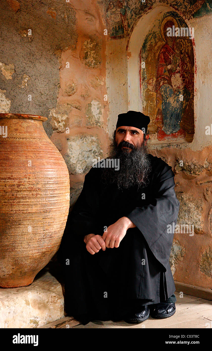 A Greek Orthodox monk in Aghia Triada ('Holy Trinity') monastery, Meteora, Greece. - Stock Image