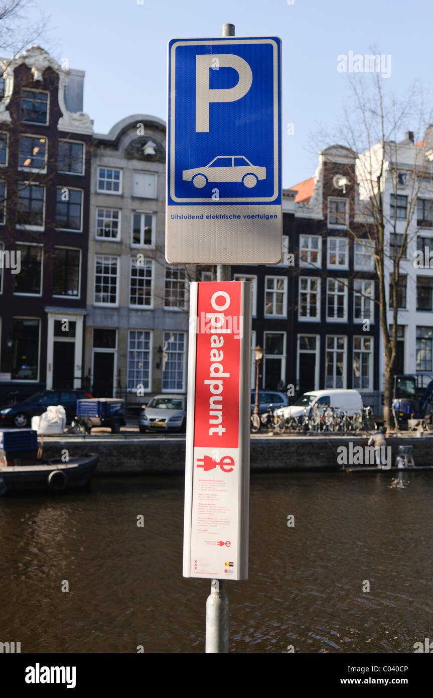 Sign for a parking and charging bay for Electric Cars in Amsterdam - Stock Image