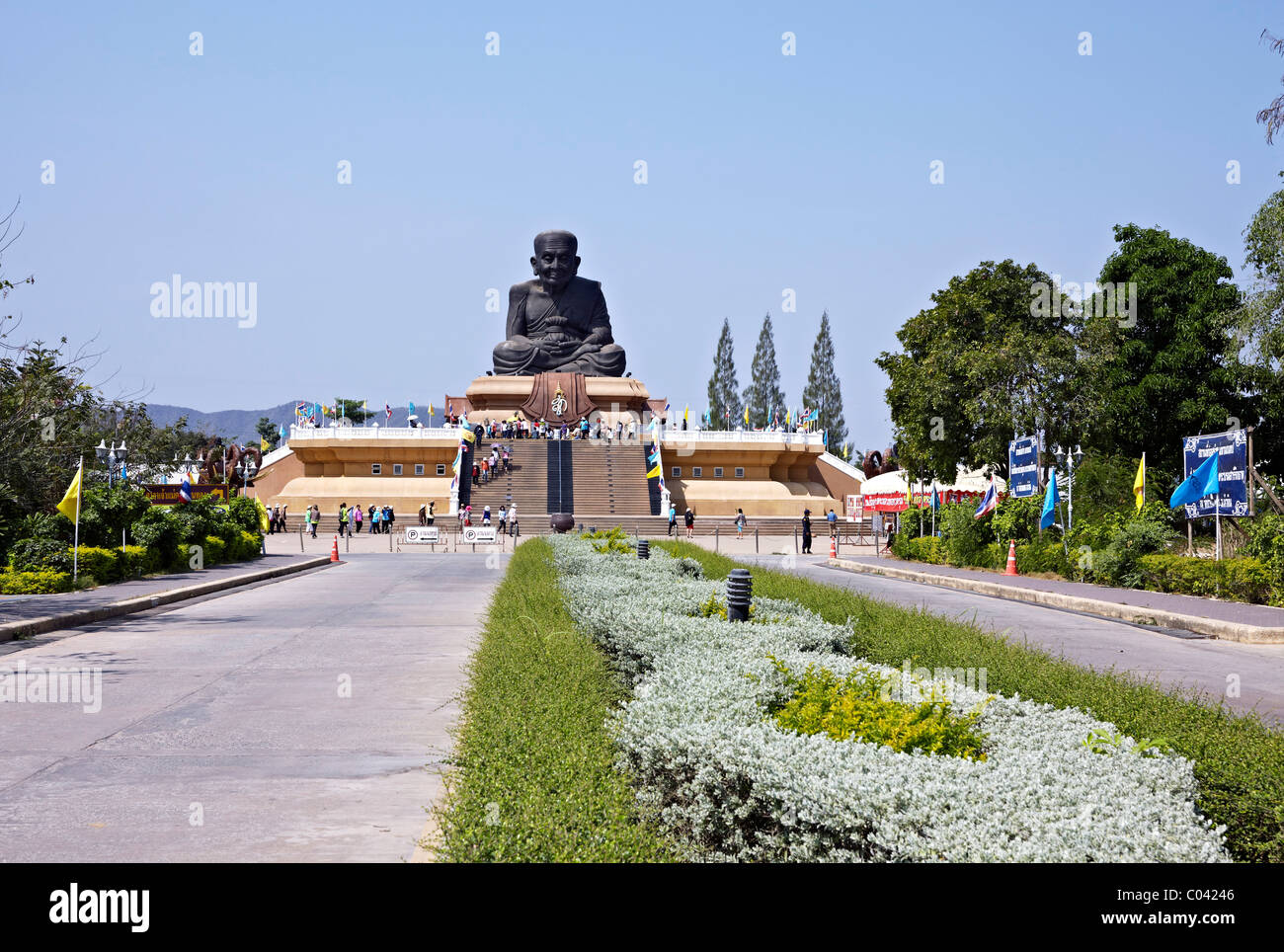 Approach road to Wat Huay Mongkol and the enormous statue of revered monk Luang Pu Thuat . Hua Hin Thailand S. E. - Stock Image