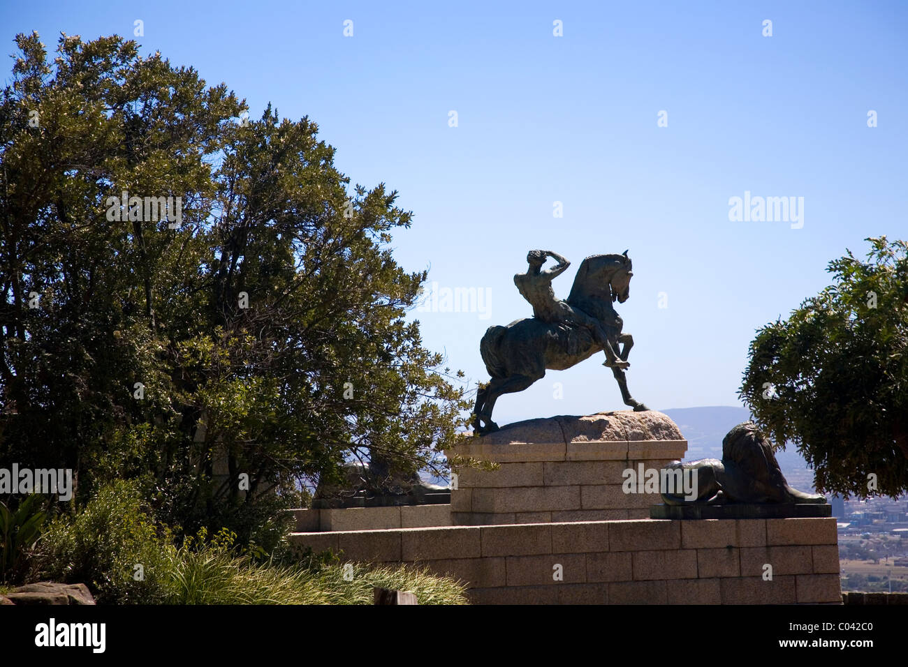 Rhodes Memorial and the 'Energy' statue (man on horseback)in Cape Town - Stock Image