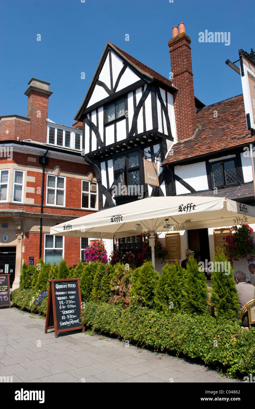 The Birdcage Pub & Restaurant - Thame - Oxfordshire - Stock Image