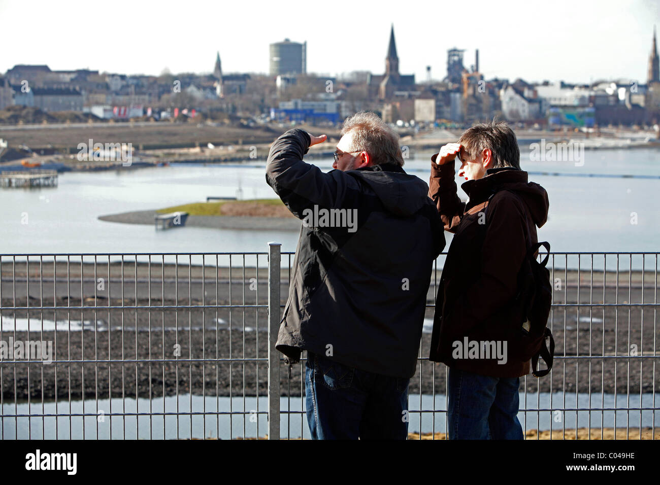 Visitors at the artificial Phoenix Lake, site of the former steel plant Hoesch Hermannsmill Phoenix-East, Dortmund, - Stock Image