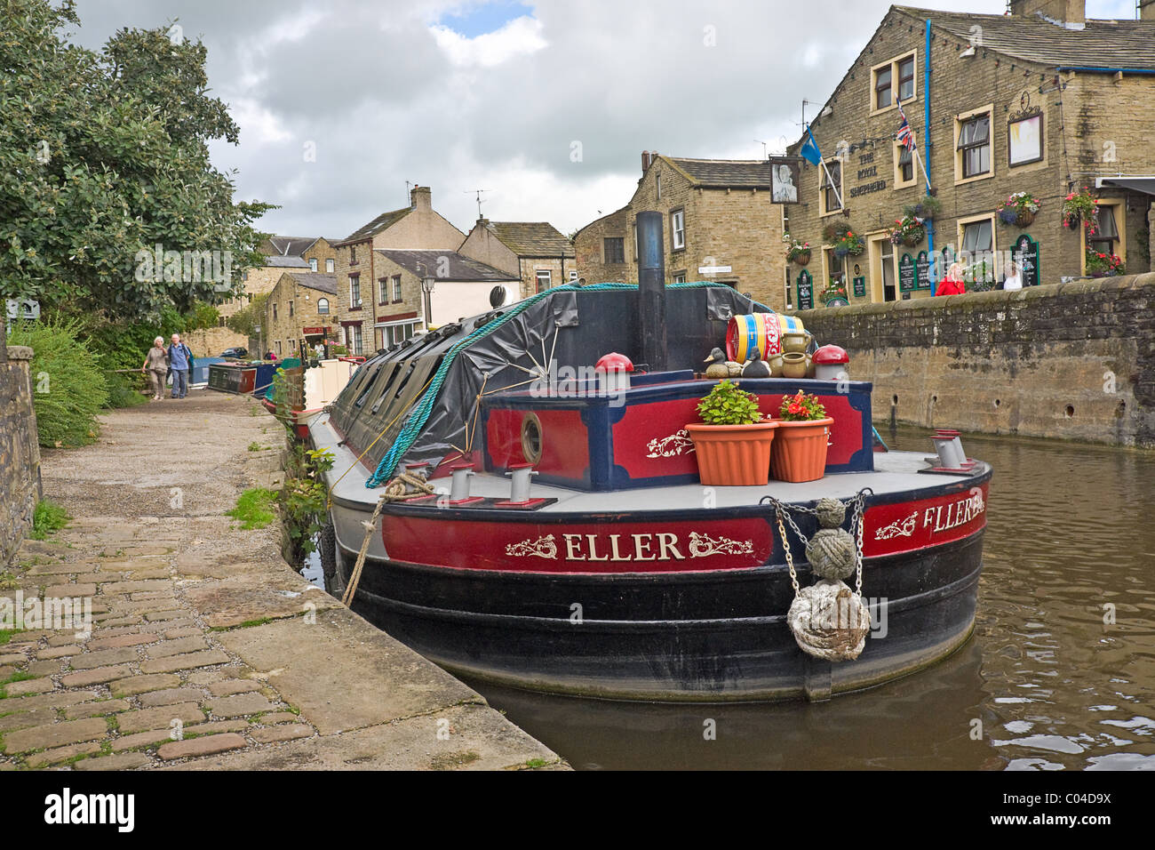 Towpath and narrow boat on the canal at Skipton, North Yorkshire Stock Photo